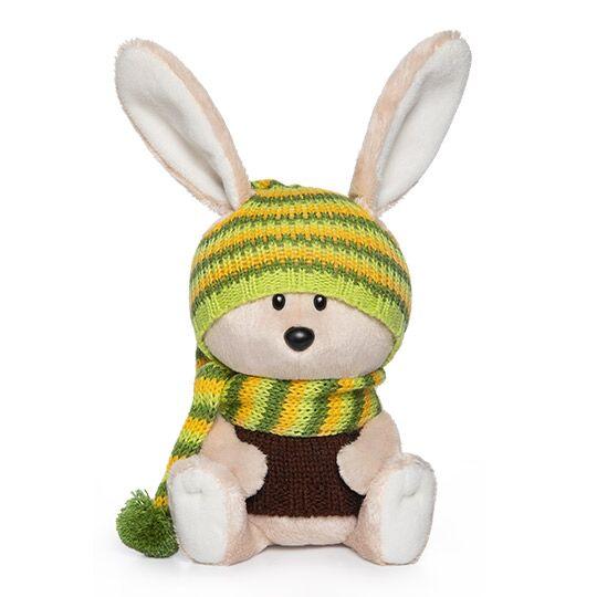 LE15-051 Заяц Антоша в шапочке и свитере 15 см