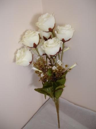 Букет роз с белыми колокольчиками 9 гол 45см